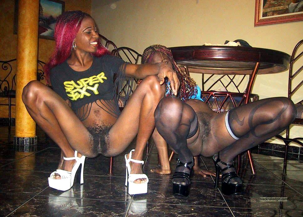 Flexible black chicks poses like a stripper, sexy sex fest ...